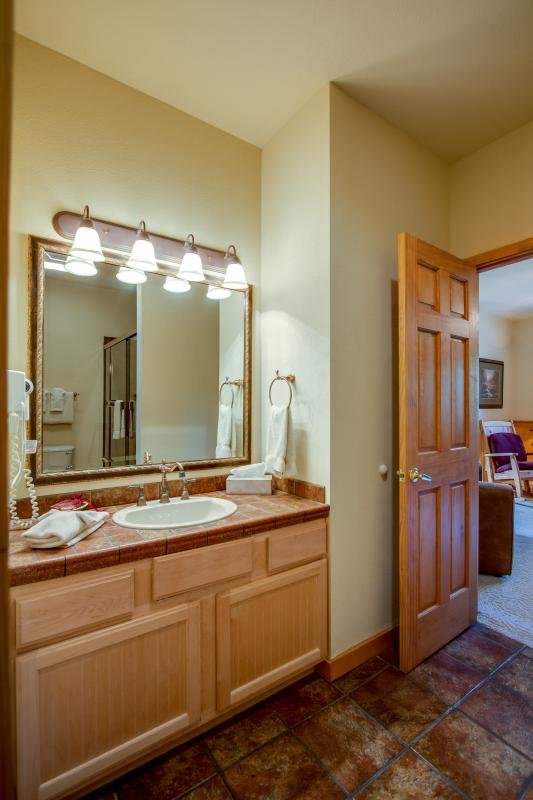 2nd floor Suite - Dual Vanity