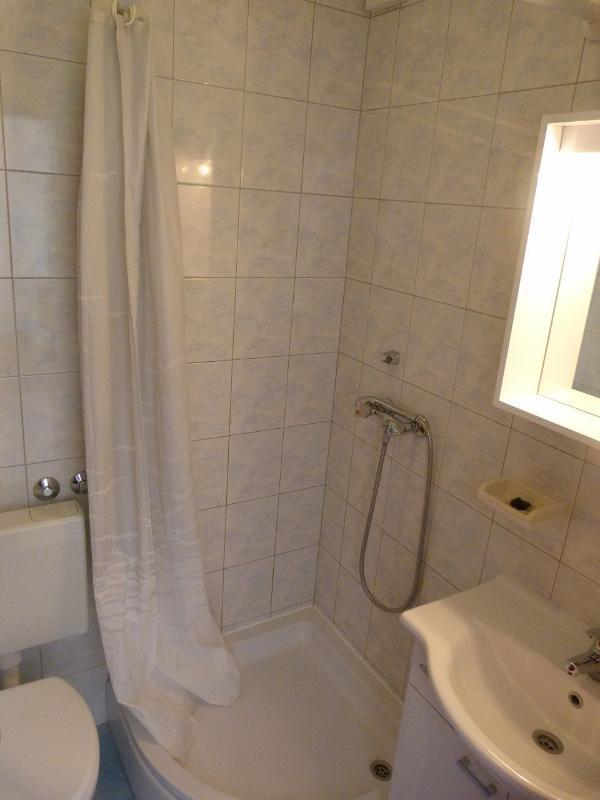A09(2+2): bathroom