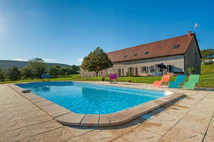 longère 15 personnes piscine chauffée, jacuzzi, sauna, Bourgogne, parc du Morvan, location de vacances à Gueugnon