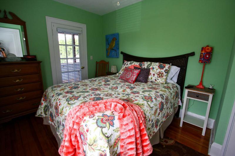 Bedroom with flat sceen TV. Queen Bed