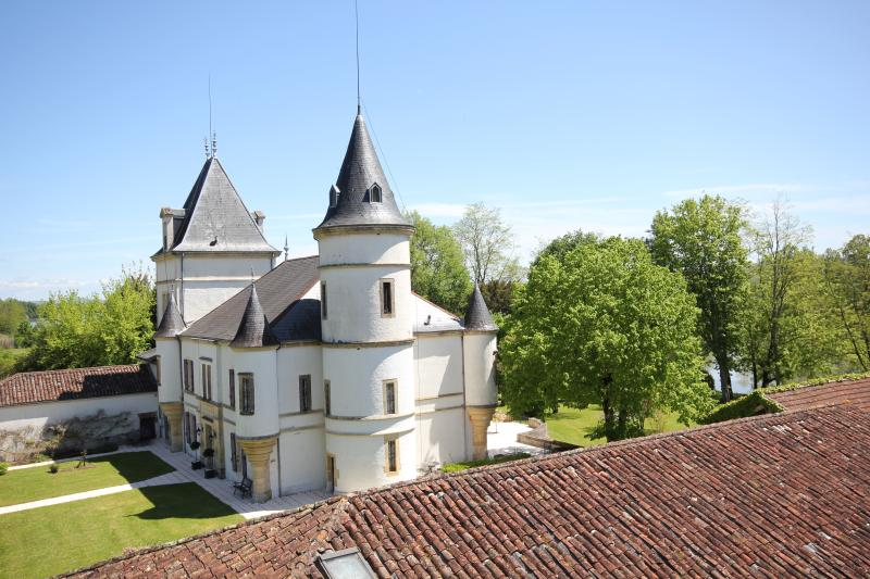 Chateau Caillac - Fairytale Riverside Location- Home of Tandems & Turrets, holiday rental in Castelmoron-sur-Lot