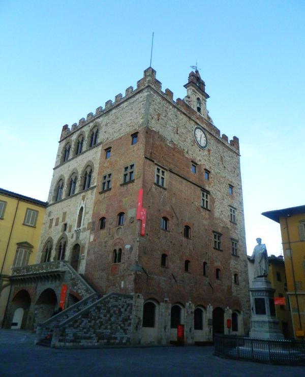 Pretorio Palace only 200 meters away | Palazzo Pretorio a soli 200 metri dal Datini Apartment