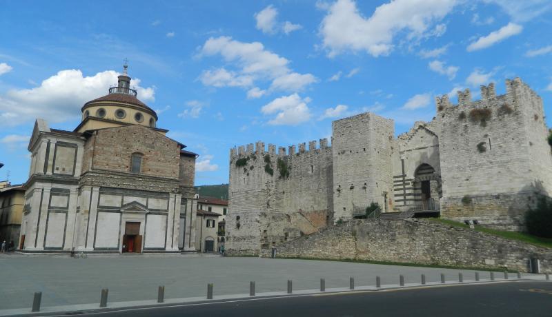 Wonderful Piazza delle Carceri just 200 meters away | Piazza delle Carceri a soli 200 metri