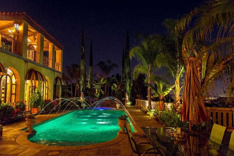 Los Angeles villa avec jardin tropical, un spa et une piscine. Lieu de tournage et la photographie.