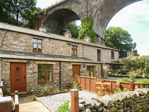 GRETA COTTAGE, romantic, open plan, dog-friendly, in Ingleton, Ref 919675, casa vacanza a Ireby