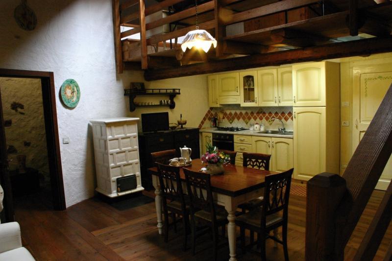 Zona cucina - pranzo con soppalco soprastante