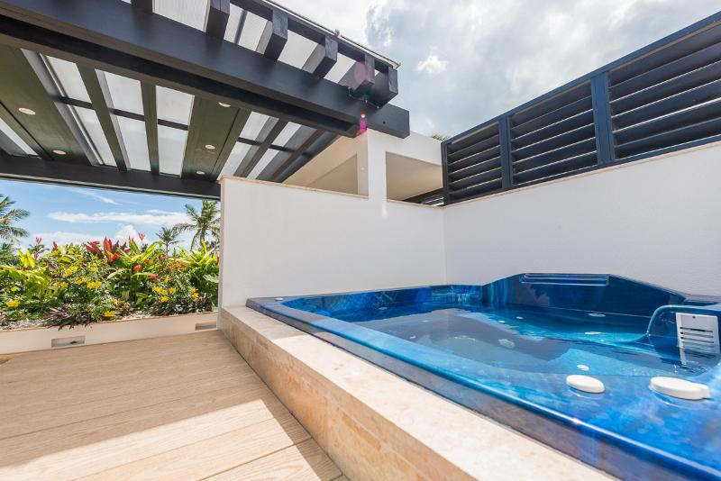 Private jacuzzi on the rooftop terrace