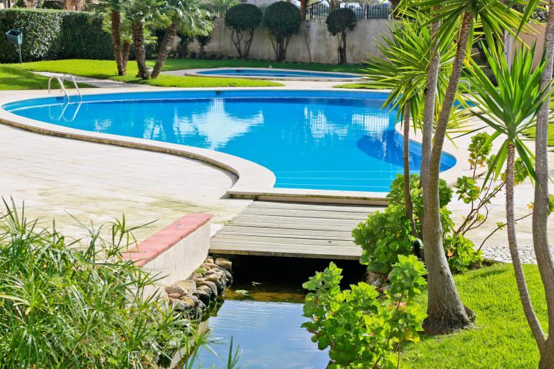 Jardins Gandarinha Apartment in Cascais – with swimming pools and tennis, location de vacances à Lisbonne