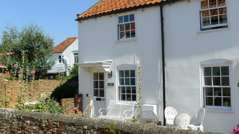 Central Southwold! Loom Cottage/Garage/ 6 Spinners Lane Southwold IP18 6AR, vacation rental in Southwold