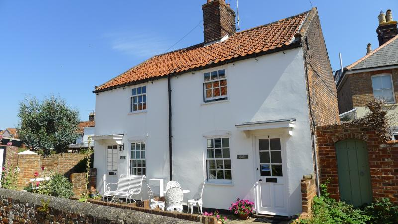 Lovely setting, private road. Common at the end of the lane! Central to all of Southwold's amenities