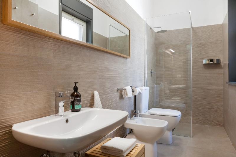 Modern contemporary design bathrooms