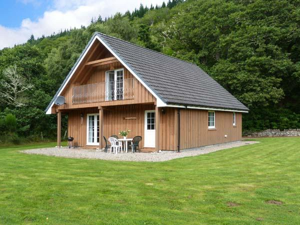 COBBLE STONES, en-suite facilities, on-site fishing, WiFi, child-friendly, vacation rental in Contin
