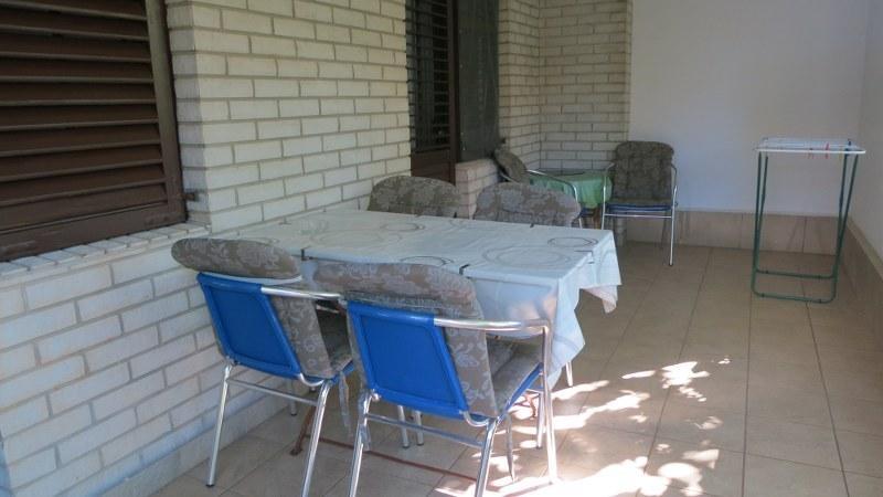 mesa al aire libre