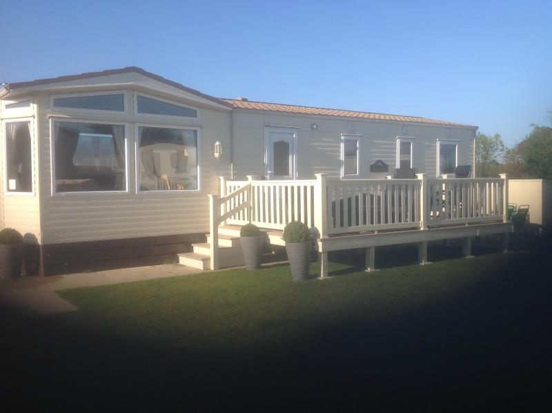 8 Berth Static Caravan.  Tattershall Lakes Country Park, vacation rental in Minting