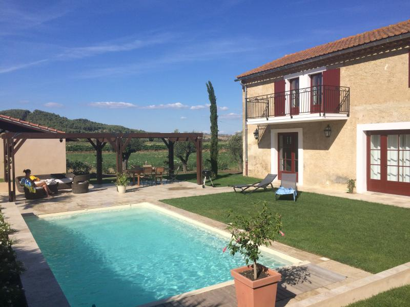 Dionysos, exceptionnelle maison XIX piscine privée, vacation rental in Herault