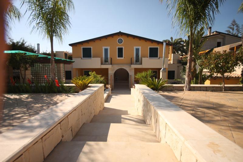 Villa Verdemare - Appartamento Rubino, holiday rental in Reitani