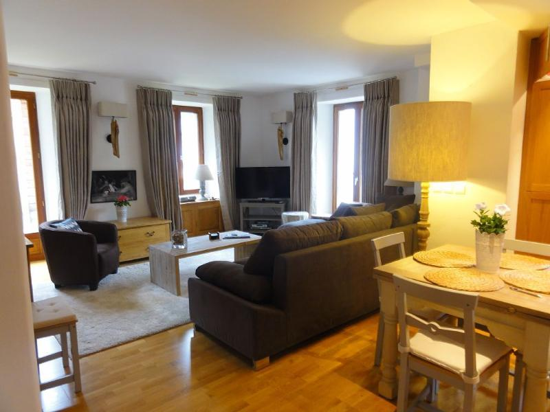 Luxury 3 bedroom apartment in centre of wonderful alpine village. Photo showing large sitting room.