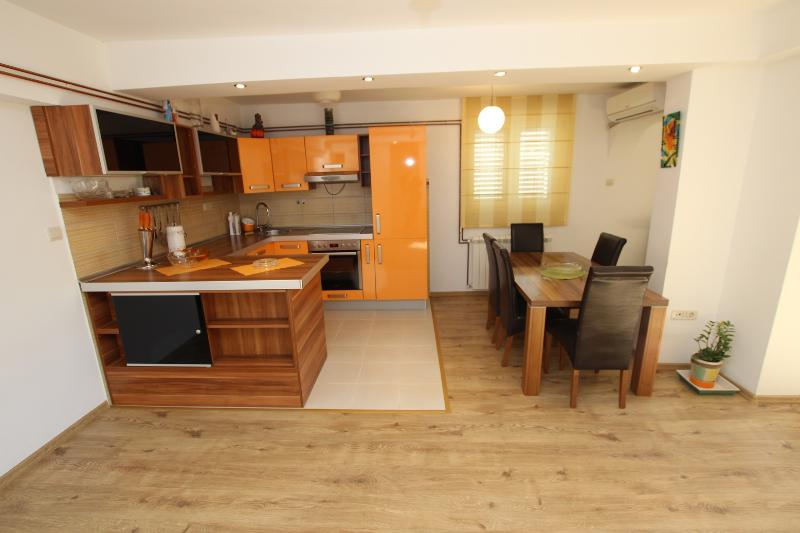 APARTMENT MILICA-LUXURY APARTMENT WITH TWO BEDROOM, holiday rental in Kaluderac