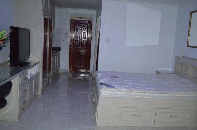 cama y muebles
