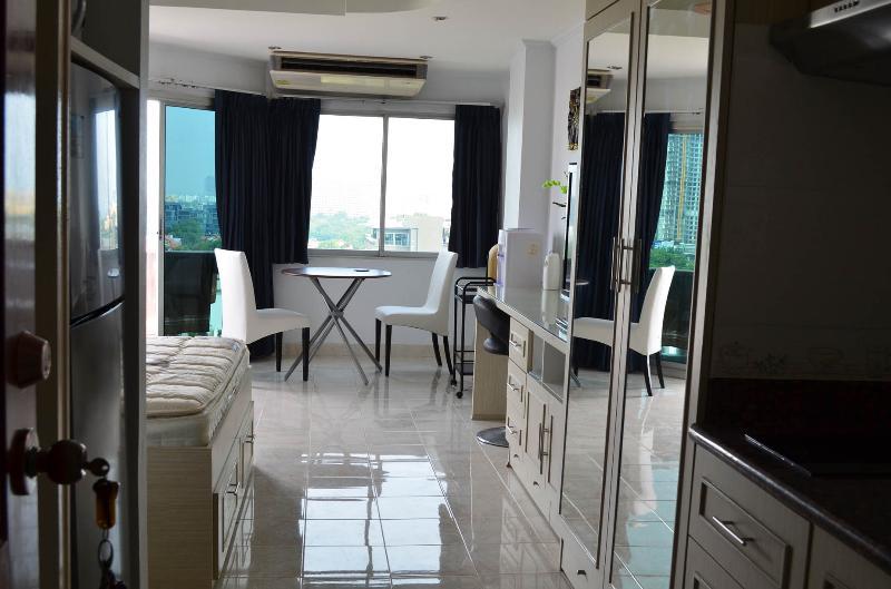 view into the livingroom