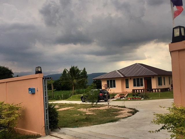 Wonderful and New Farm House in the nature, alquiler vacacional en Muak Lek