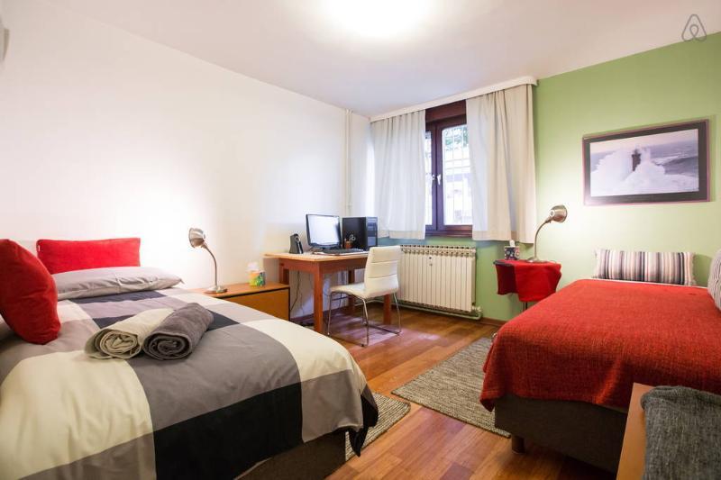 Second bedroom overview