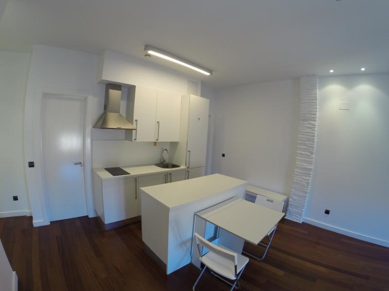 MODERNO APARTAMENTO CASCO ANTIGUO WIFI, holiday rental in Logrono