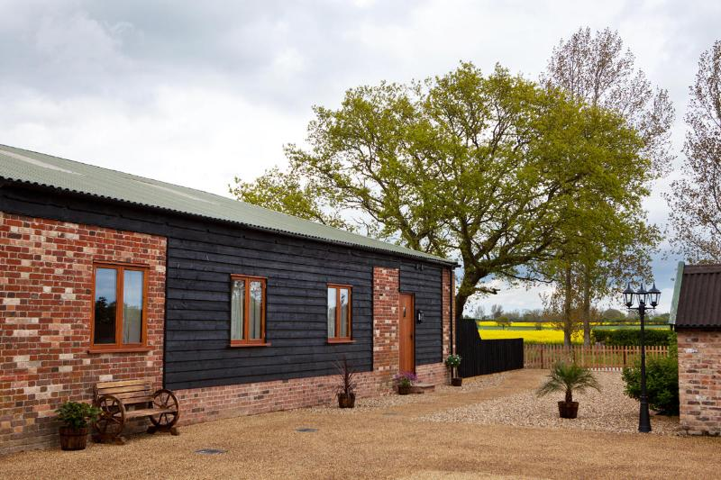 Kingfisher at Oasis barn; Escape from the City, holiday rental in Flixton