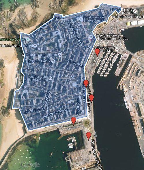 En bleu : Intramuros / En rouge : les parkings