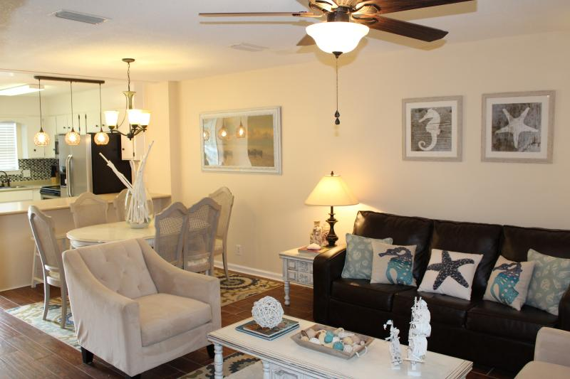Gorgeous 2bed/2.5bath -Walking Distance to the Village & Beach, holiday rental in Saint Simons Island
