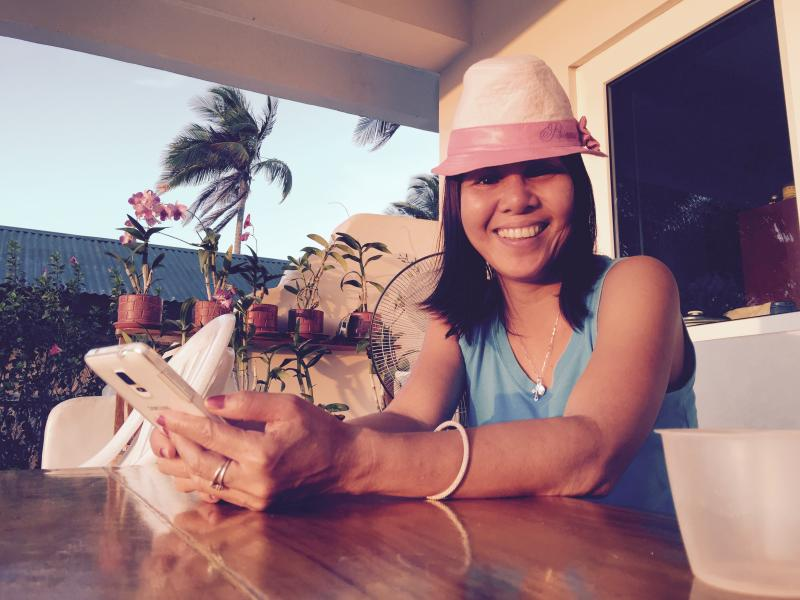 Hi, I am Rochelle. Owner of Verde View Villas! That is my daughter's hat and she took this photo.