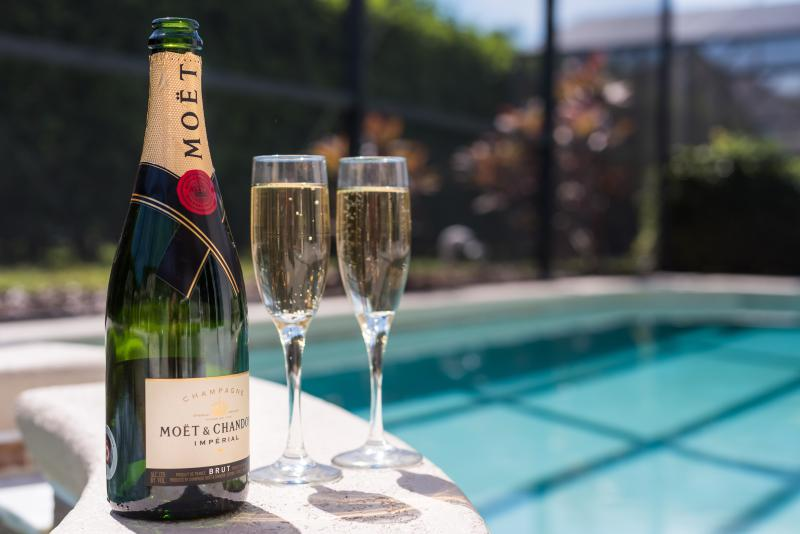 Bubbly by the pool ??