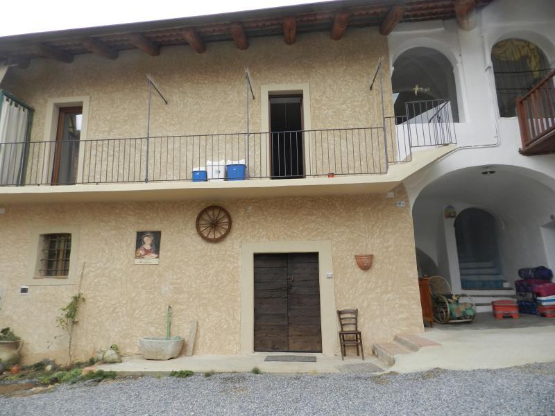 Villa Lombardi- appartamento La Rondinella, holiday rental in Busca