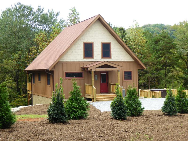 Fox Ridge Cabin is brand new and ready for you to enjoy !!