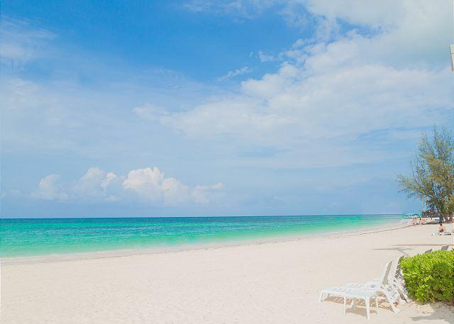 Playa Turquesa Beach Area