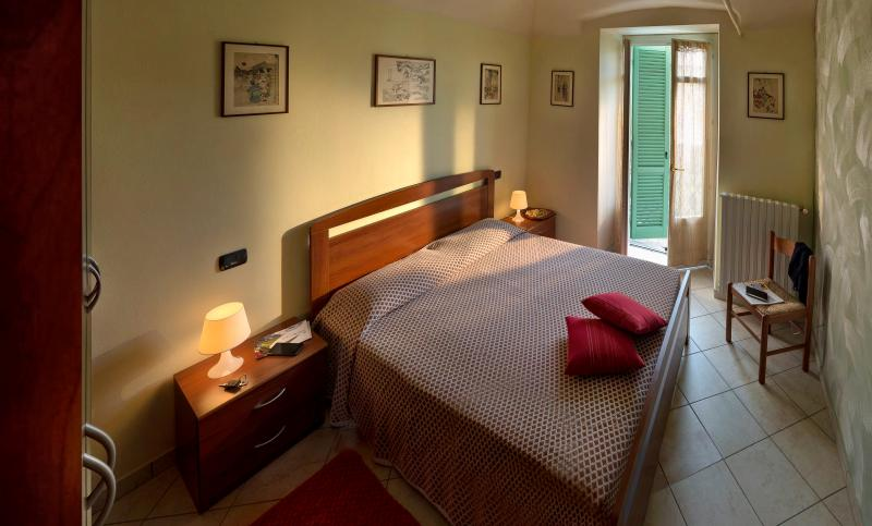 Intimo e accogliente appartamento in Dogliani centro, vakantiewoning in Farigliano