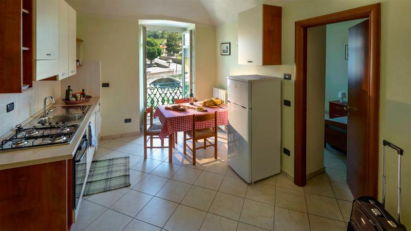 Accogliente e panoramico appartamento in Dogliani centro, vakantiewoning in Farigliano
