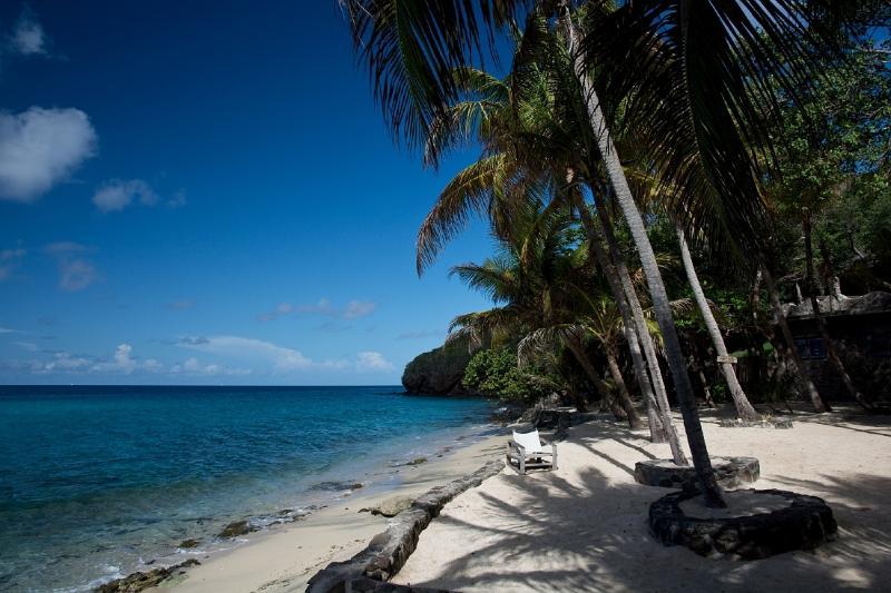 Plage de sable blanc ci-dessous Tranquility - baignade, la plongée, la lecture ou tout simplement profiter du soleil