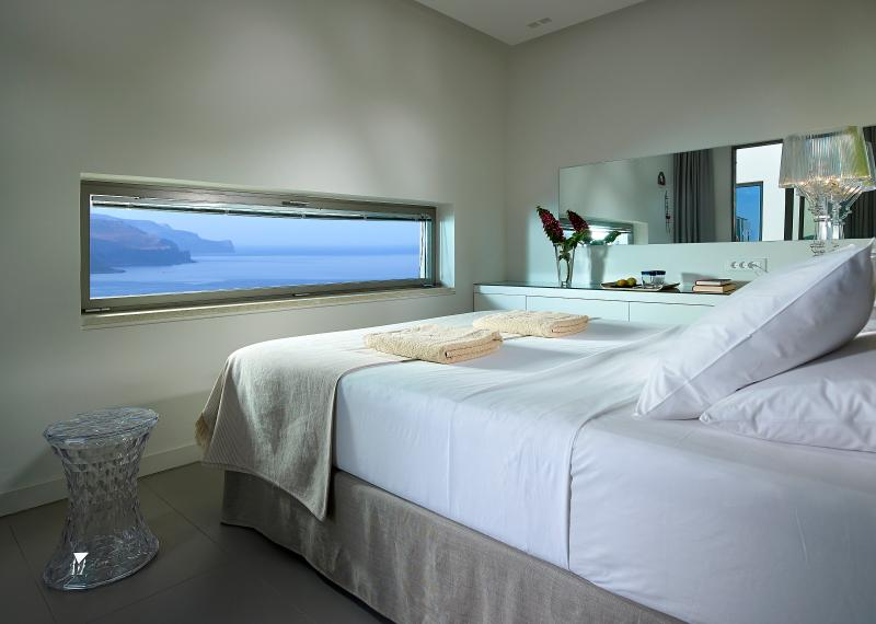 Youphoria villa Thalasa Cretan contemporary living, holiday rental in Kaliviani