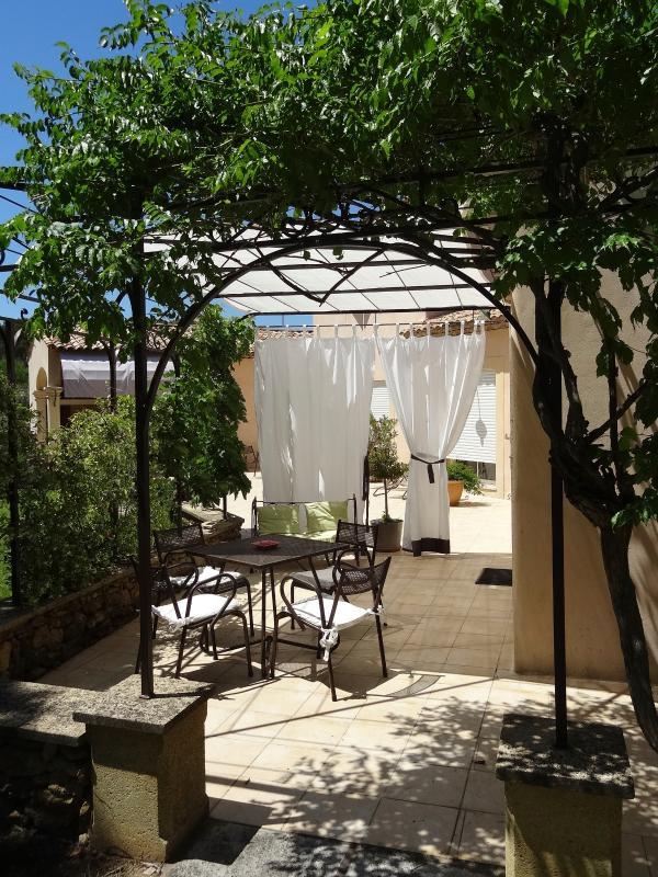 Annexe: terrasse devant la chambre