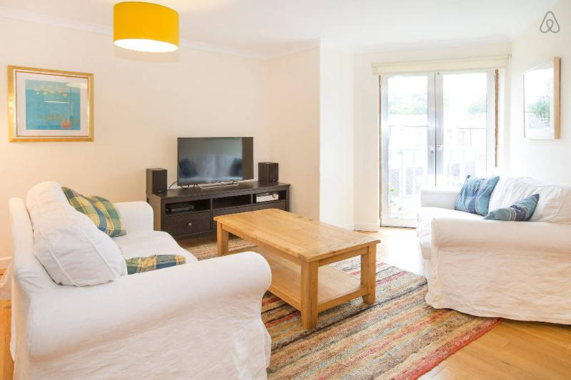 Bright Oxford Apartment, close to bars/shops, vacation rental in Oxford