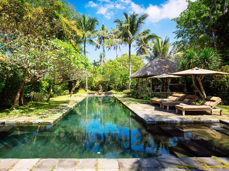 Villa Belong Dua - Pool and bale