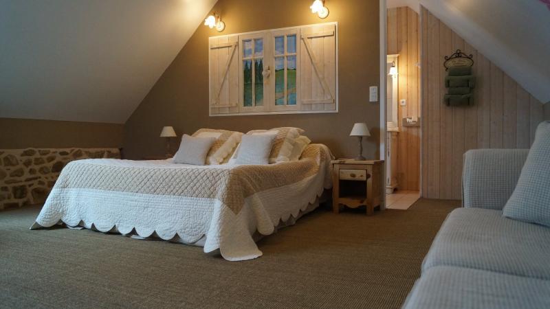 chambres d'hôtes A l'orée du bois 'champêtre' SPA, holiday rental in Bourbriac
