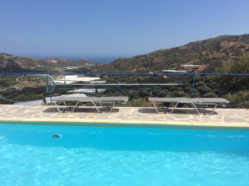 Luxurious villa Spitimas with private pool near Mirtos, holiday rental in Tertsa