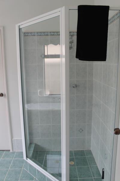 Second bathrooom