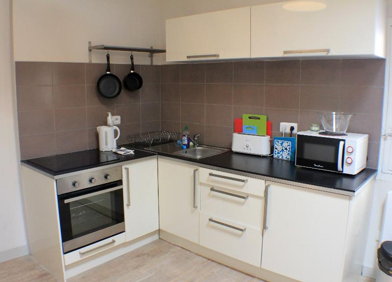 Full Kitchen with Oven, Stove, Fridge/Freezer, Microwave, Kettle and Toaster