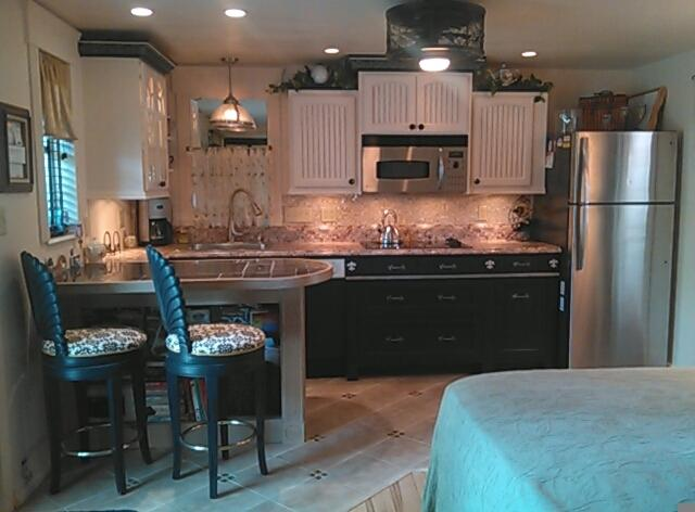 Inviting New Kitchen w/ Elegance Simplicity & Li'l French Chic Flair ~ Great new Applicances!