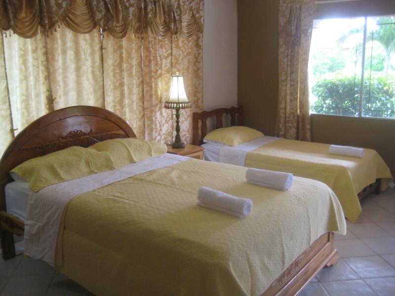 Casa Loma, Standard Family Room Sleeps 4, holiday rental in Pedasi