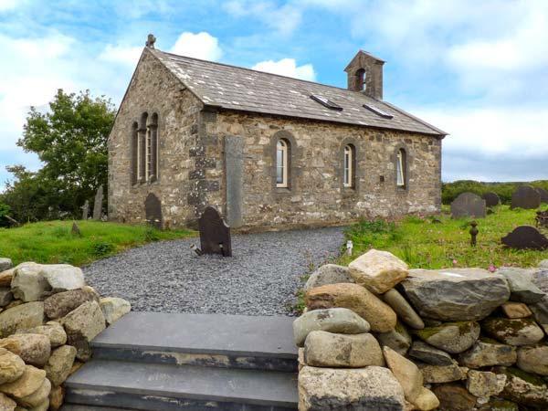 EGLWYS ST CYNFIL, church conversion near coast, character, quality, 1 acre, holiday rental in Efailnewydd