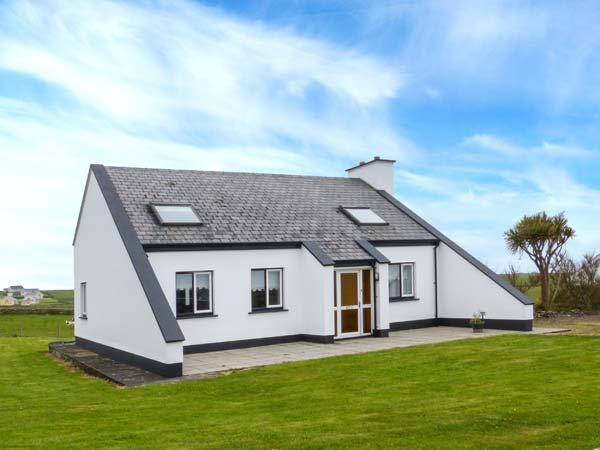 ATLANTIC VIEW, detached, pet-friendly, garden, open fire near Miltown Malbay, holiday rental in Lahinch